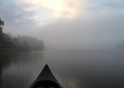 Kanot i dimman