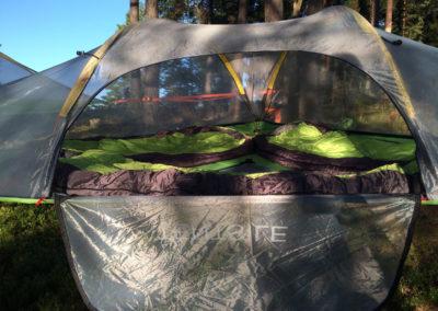 Trädtält och sovsäckar